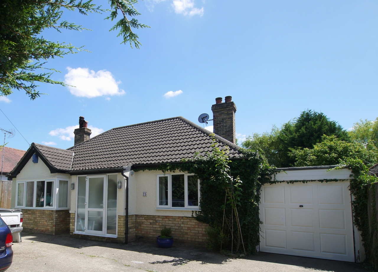 3 bedroom detached bungalow Sold in Sevenoaks - Photograph 10