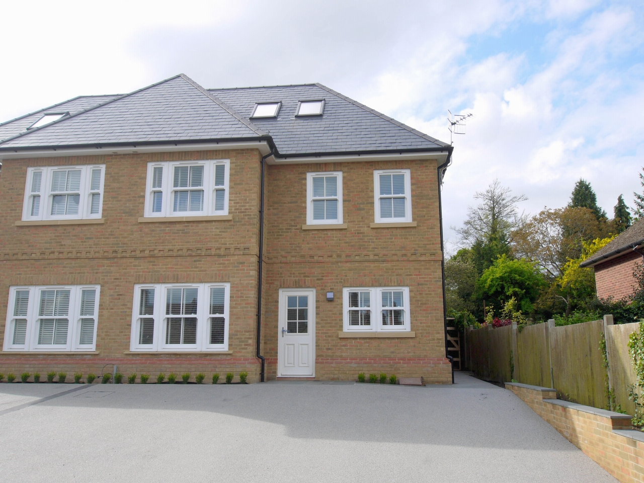 5 bedroom semi-detached house To Let in Sevenoaks - Photograph 1