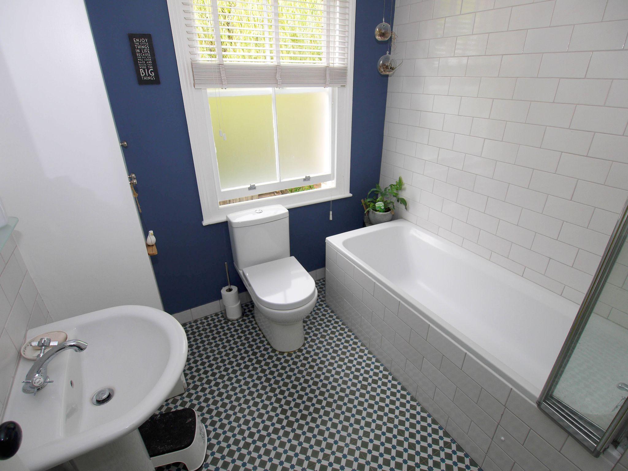 3 bedroom mid terraced house Sold in Sevenoaks - Photograph 10