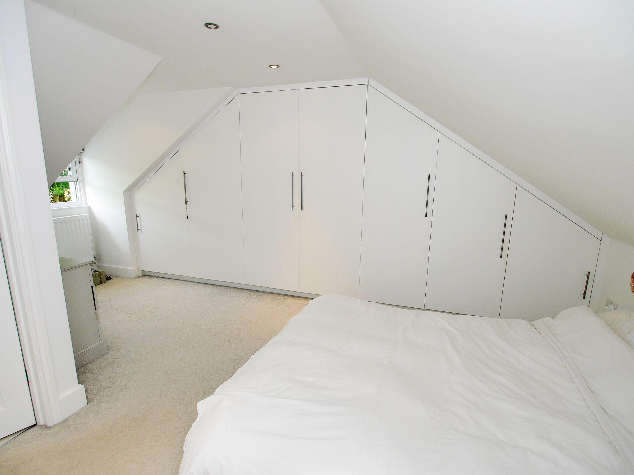 3 bedroom mid terraced house Sold in Sevenoaks - Photograph 7