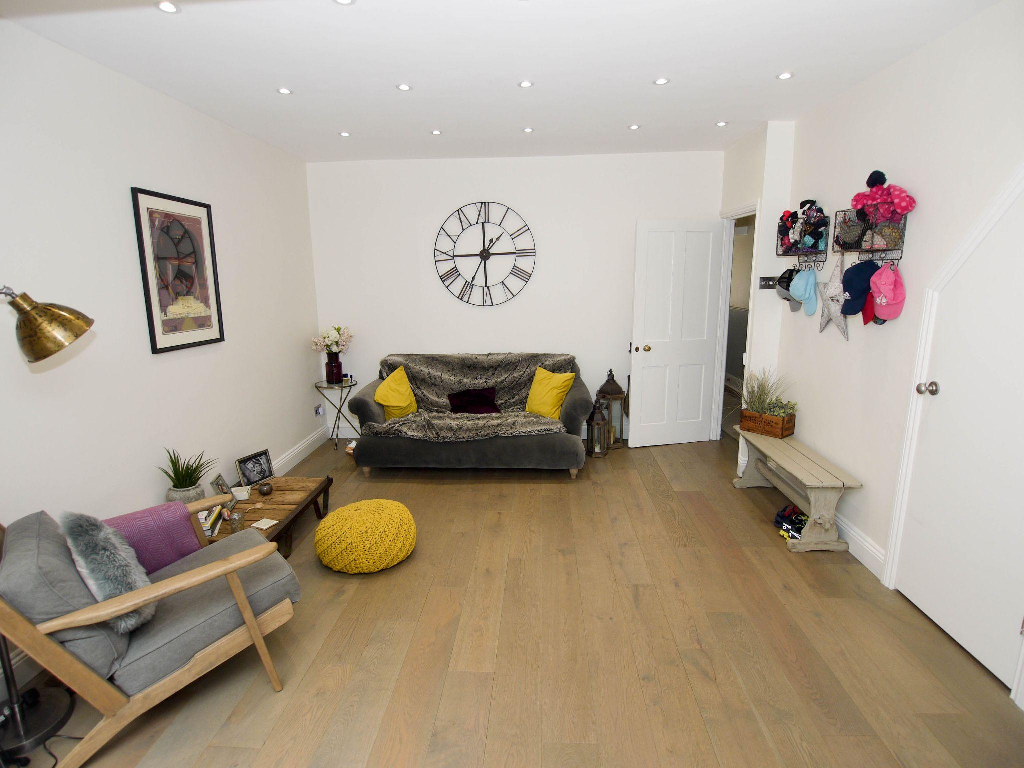 3 bedroom mid terraced house Sold in Sevenoaks - Photograph 4