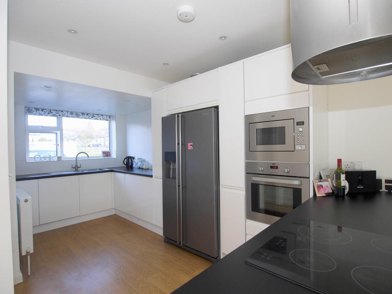 3 bedroom mid terraced house Sold in Sevenoaks - Photograph 3