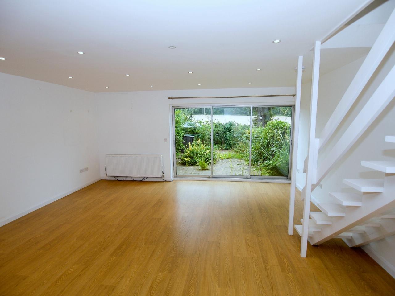 3 bedroom mid terraced house Sold in Sevenoaks - Photograph 2