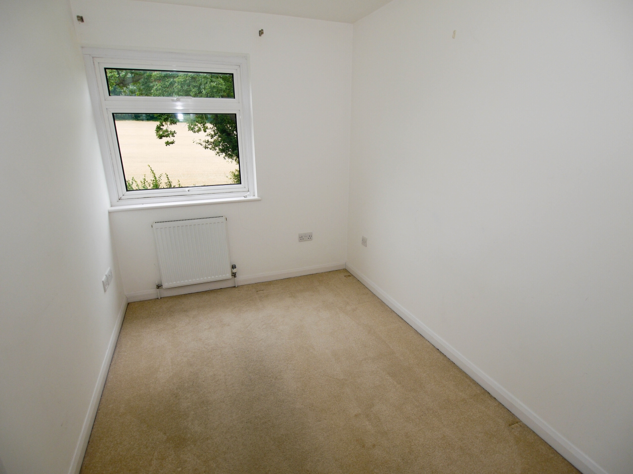 3 bedroom mid terraced house For Sale in Sevenoaks - Photograph 7