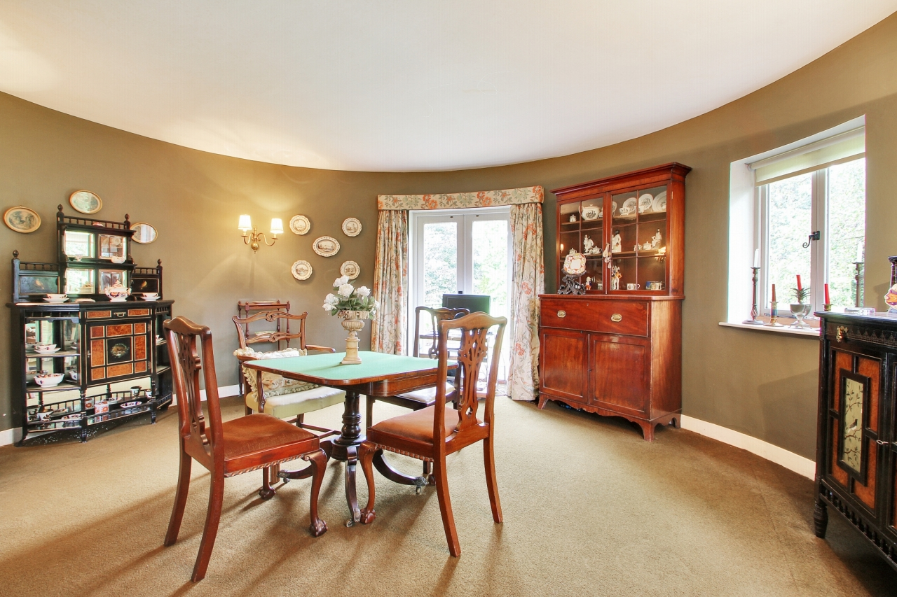 3 bedroom detached house Sold in Tonbridge - Photograph 6