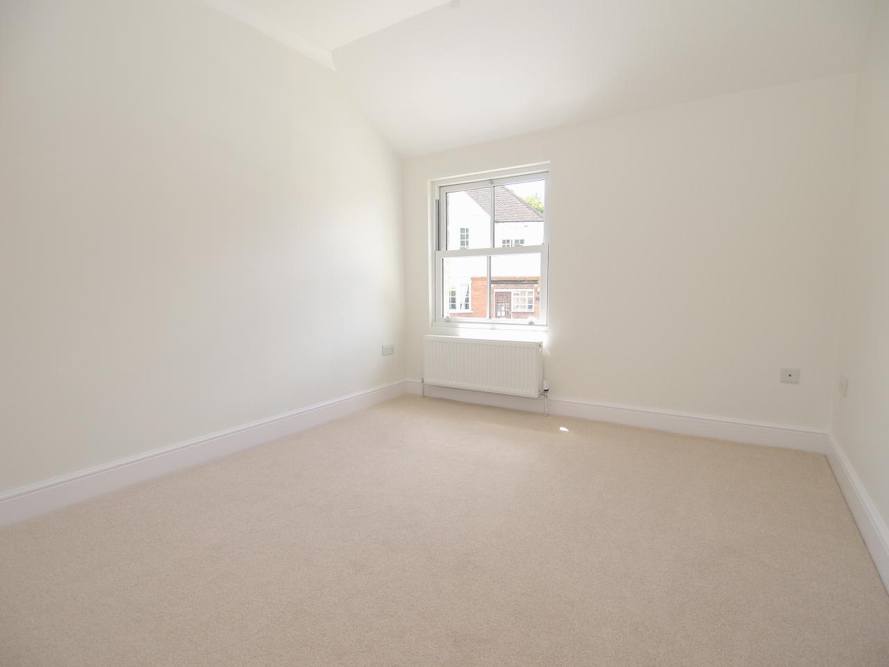 2 bedroom mid terraced house Sold in Sevenoaks - Photograph 9