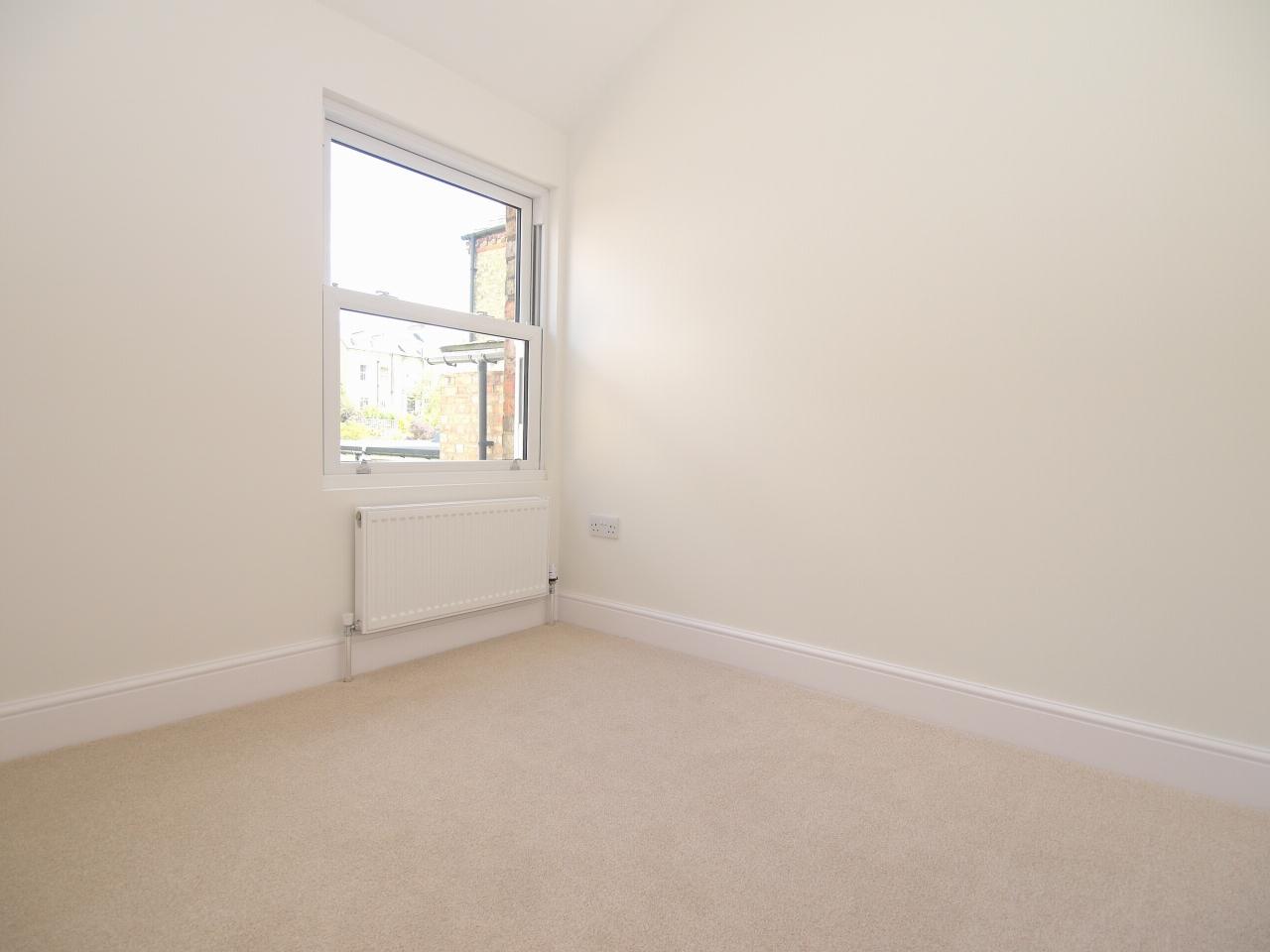 2 bedroom mid terraced house Sold in Sevenoaks - Photograph 10