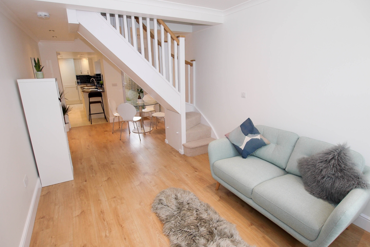 2 bedroom mid terraced house Sold in Sevenoaks - Photograph 1