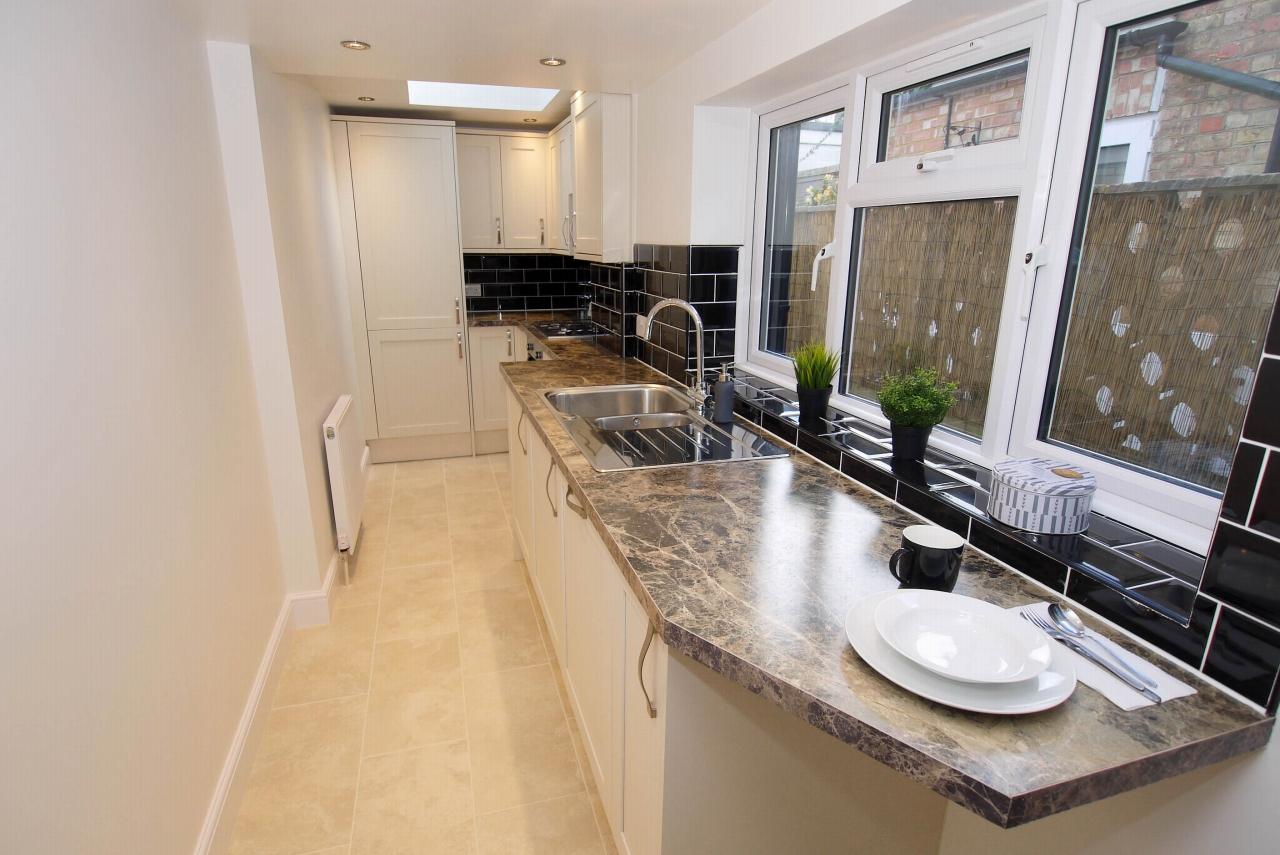 2 bedroom mid terraced house Sold in Sevenoaks - Photograph 7