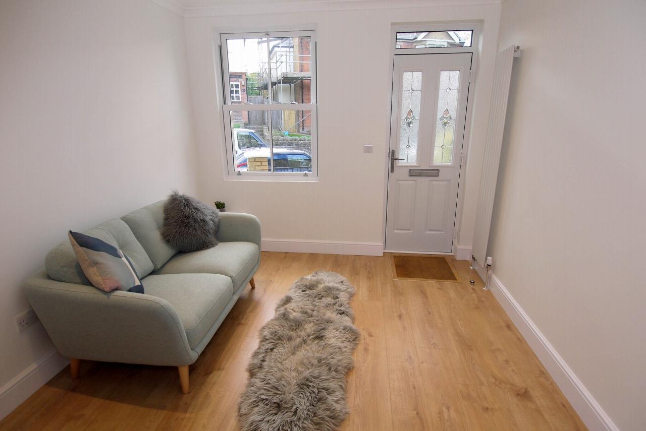 2 bedroom mid terraced house Sold in Sevenoaks - Photograph 3
