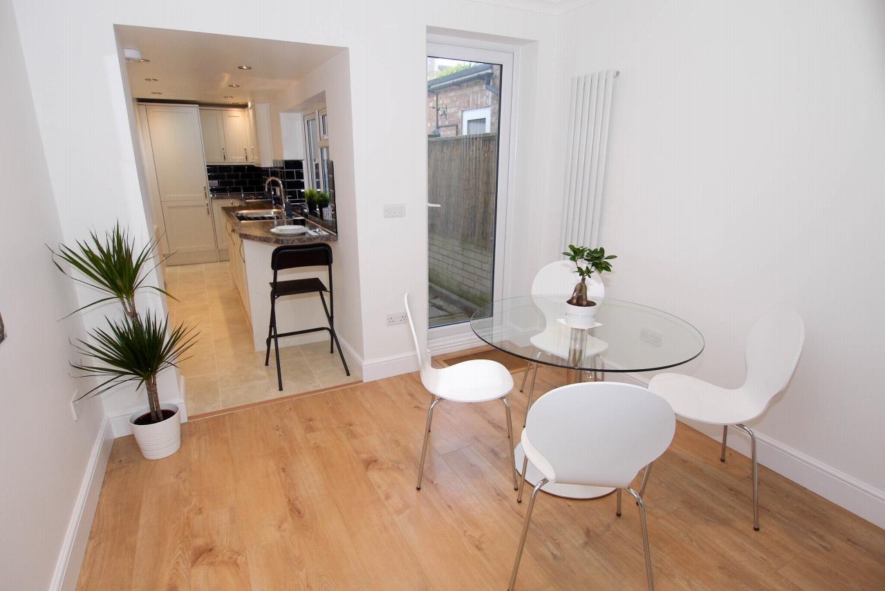 2 bedroom mid terraced house Sold in Sevenoaks - Photograph 5