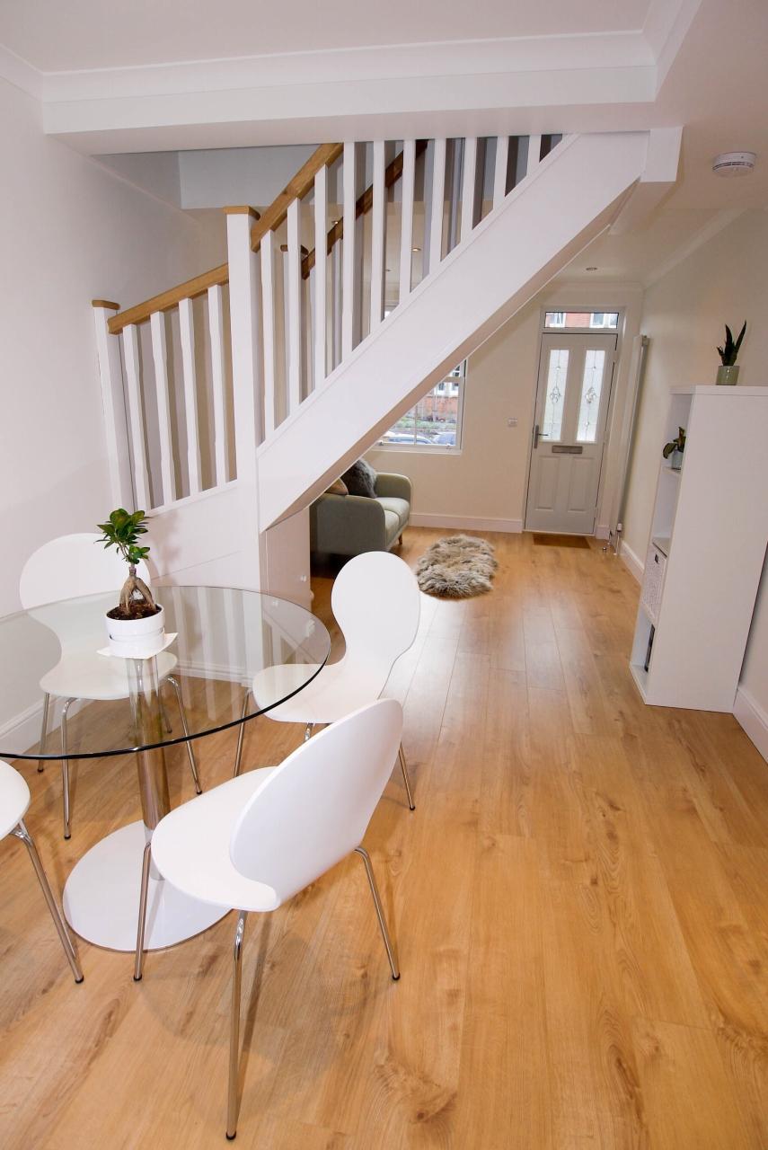 2 bedroom mid terraced house Sold in Sevenoaks - Photograph 6