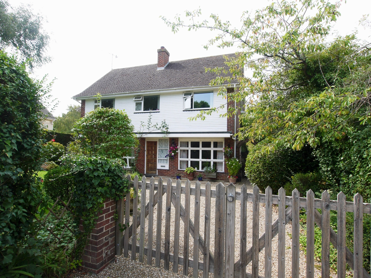 4 bedroom detached house Sold in Tonbridge - Photograph 1