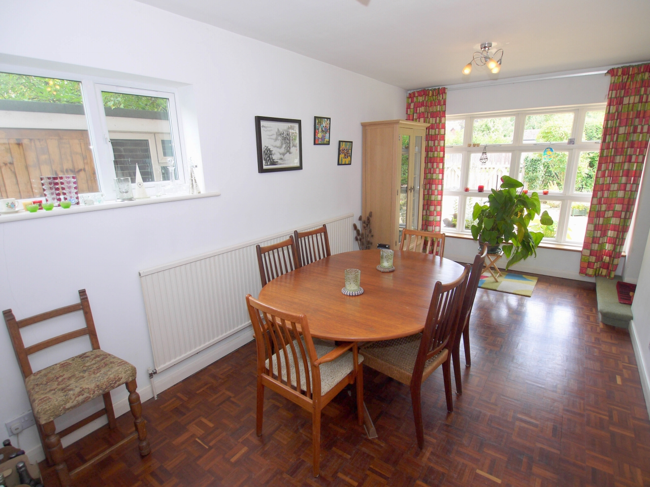 4 bedroom detached house Sold in Tonbridge - Photograph 4