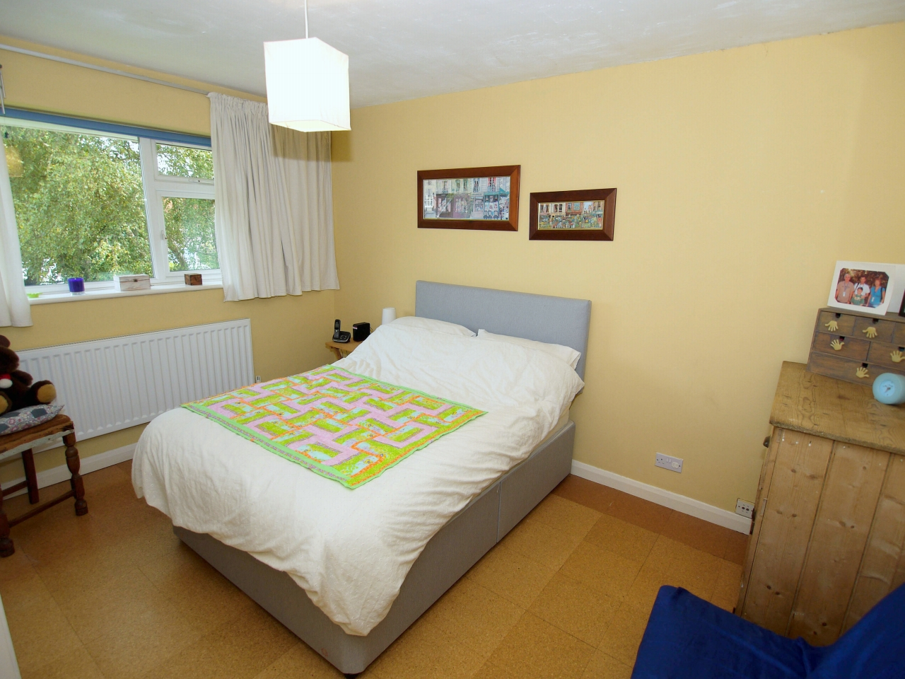 4 bedroom detached house Sold in Tonbridge - Photograph 7