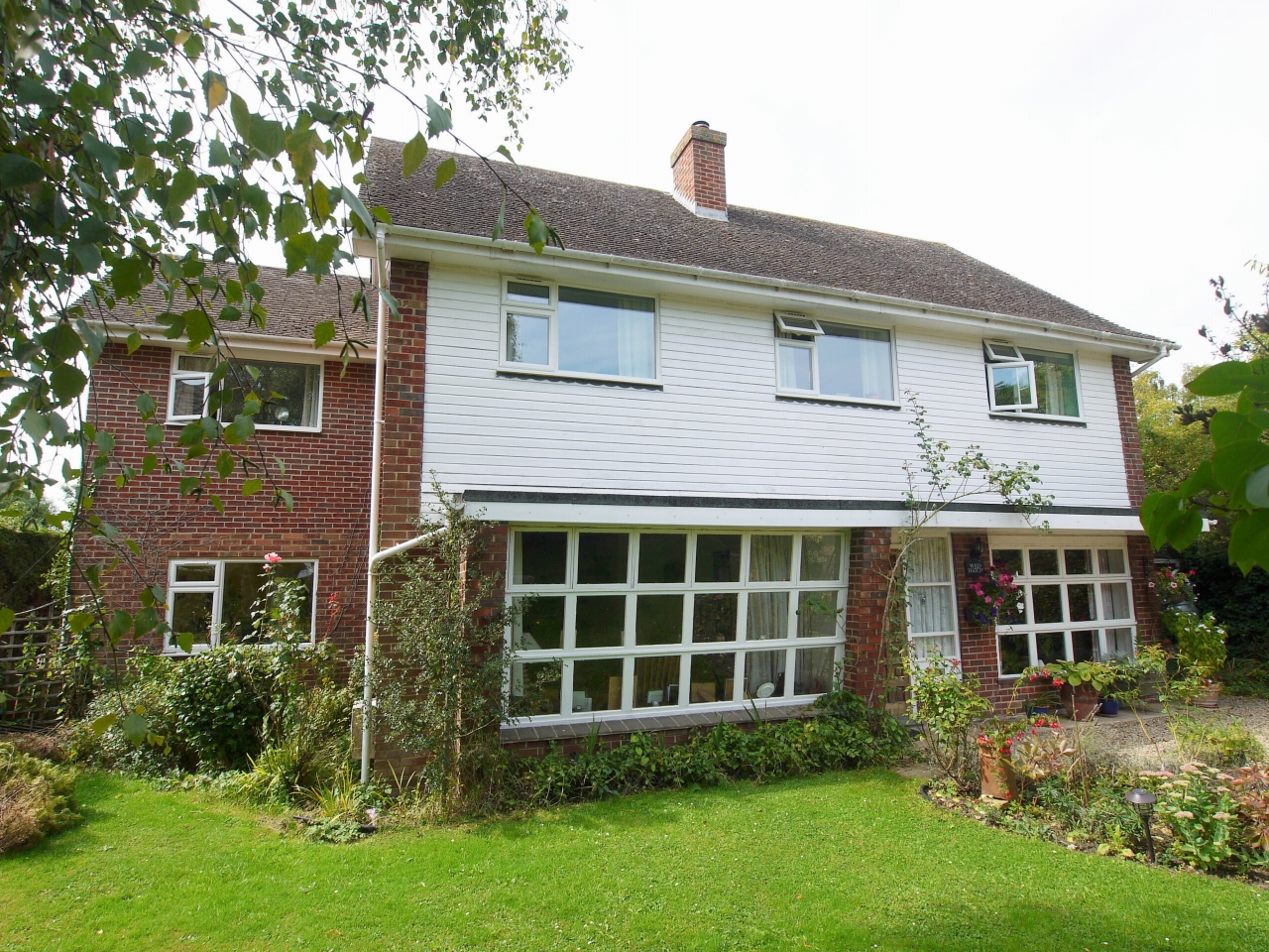 4 bedroom detached house Sold in Tonbridge - Photograph 12