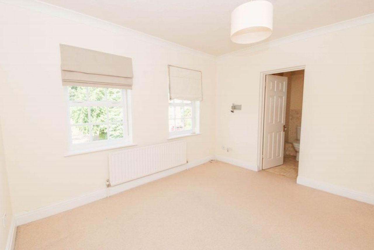 5 bedroom semi-detached house For Sale in Pratts Bottom - Photograph 6
