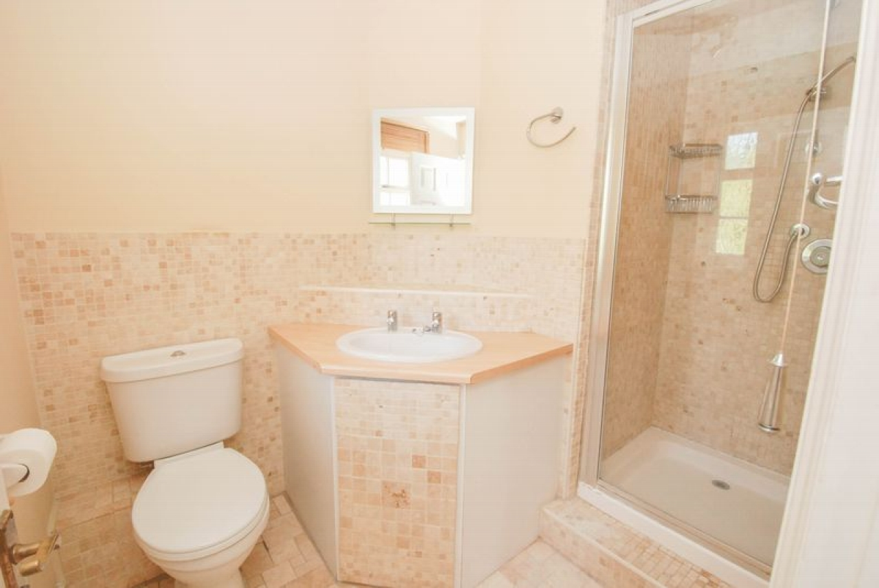 5 bedroom semi-detached house For Sale in Pratts Bottom - Photograph 7
