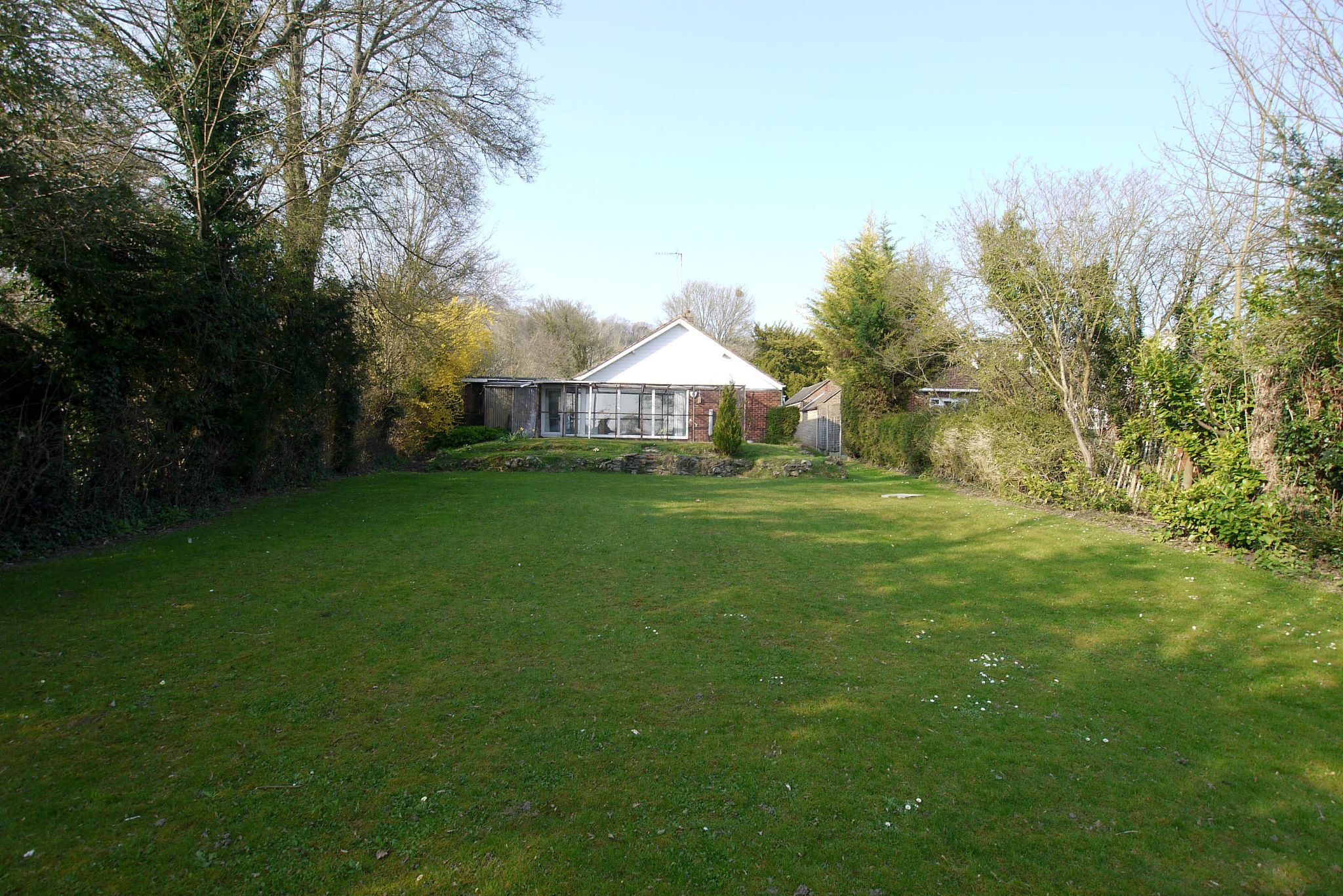 2 bedroom detached bungalow Sale Agreed in Sevenoaks - Photograph 2