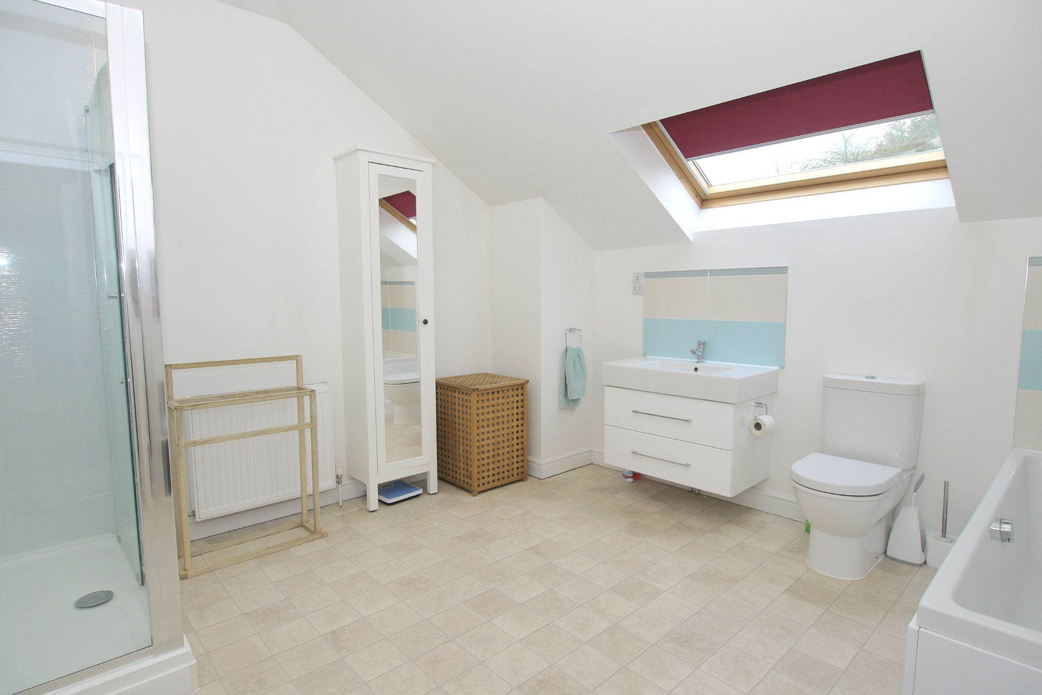 4 bedroom detached house For Sale in Sevenoaks - Photograph 10