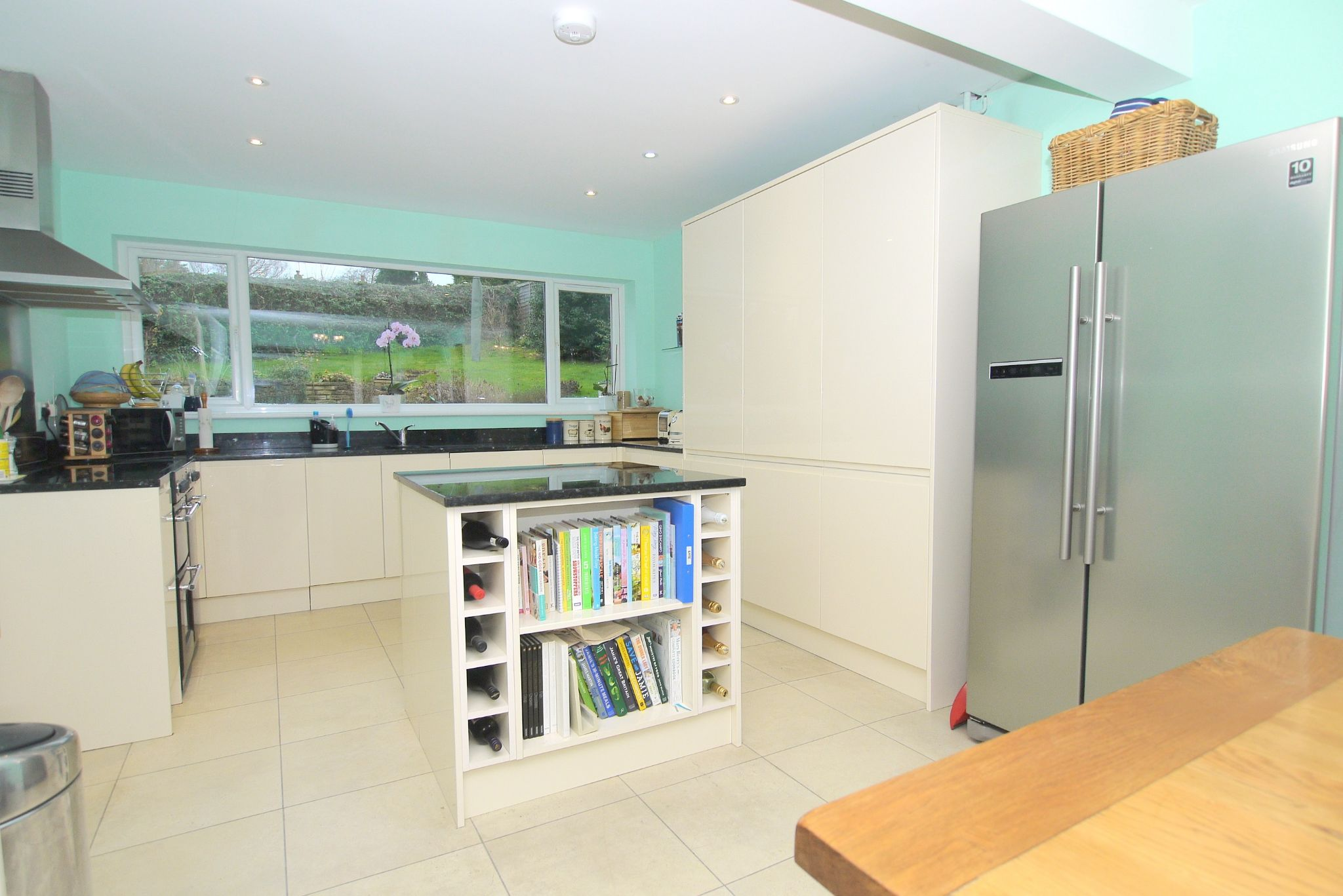 4 bedroom detached house For Sale in Sevenoaks - Photograph 4