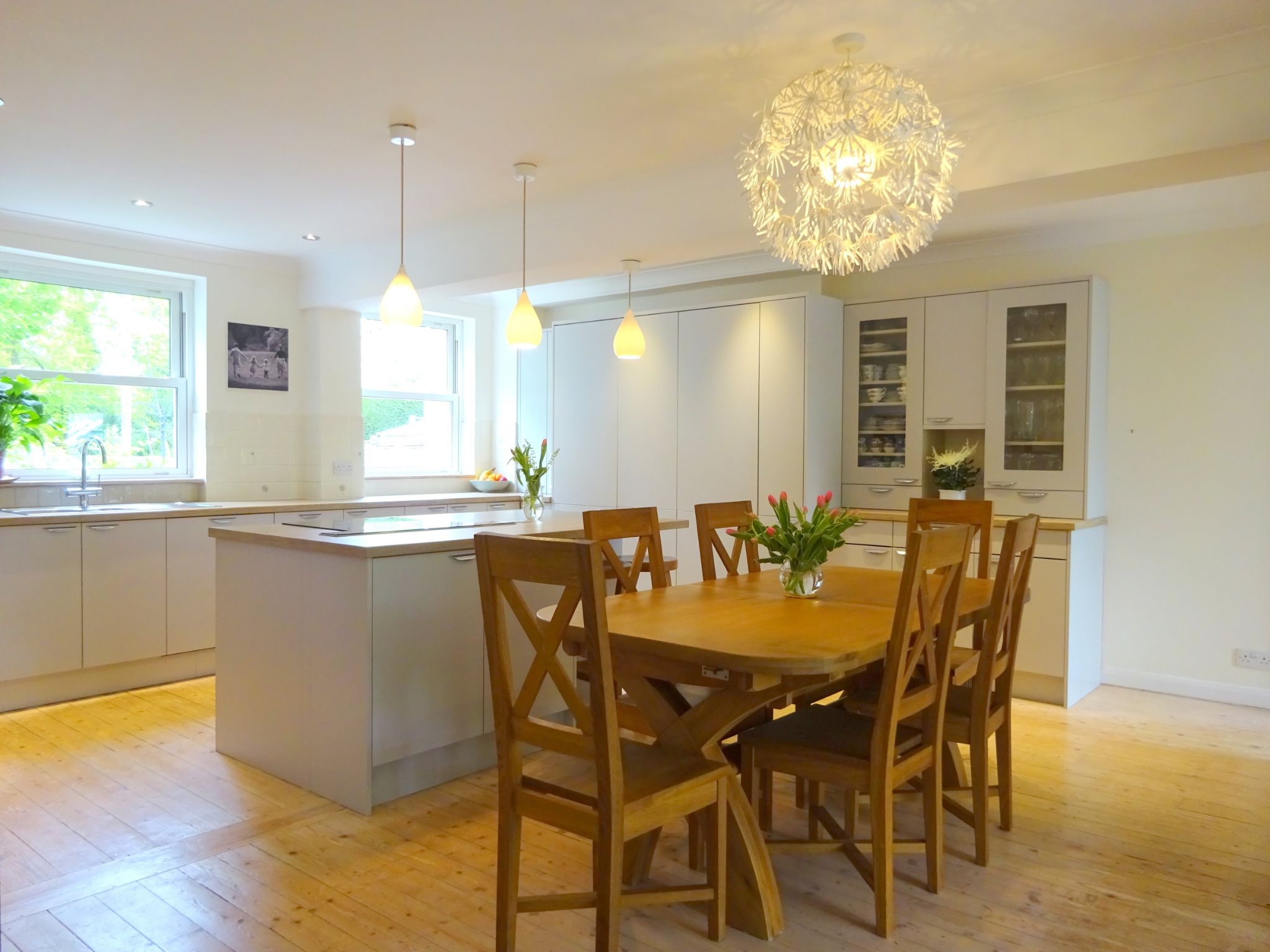 5 bedroom detached house Sale Agreed in Tonbridge - Photograph 2