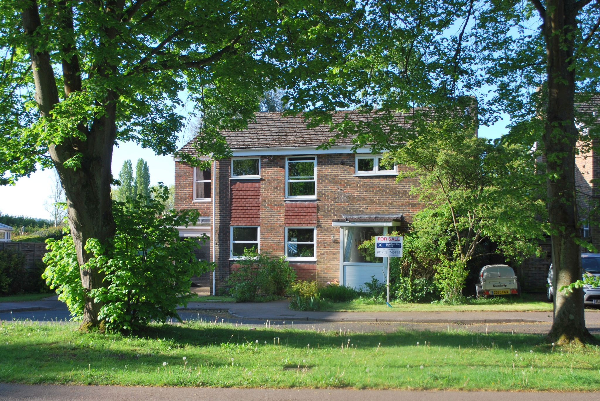 5 bedroom detached house Sale Agreed in Tonbridge - Photograph 1