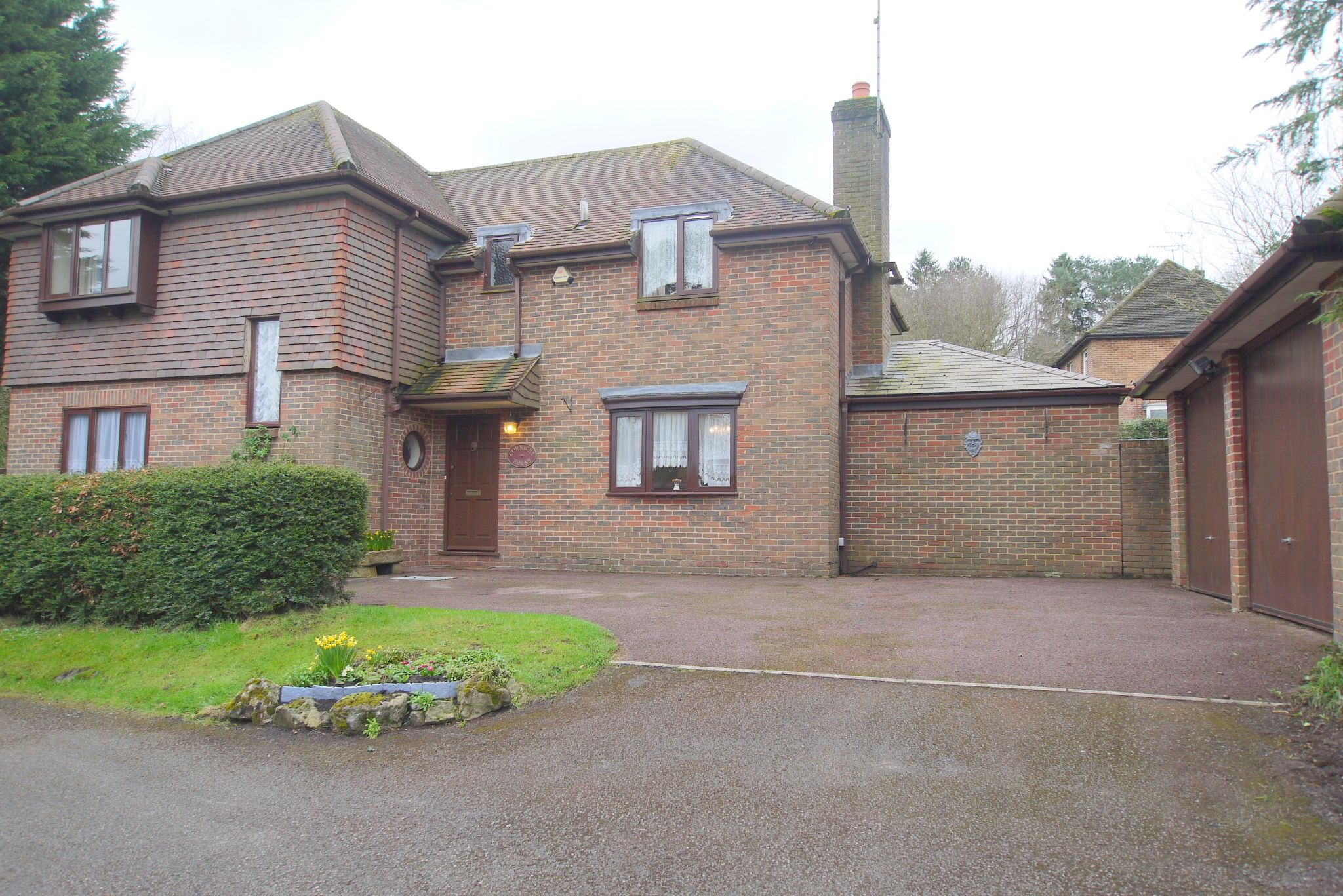 4 bedroom detached house Sold in Sevenoaks - Photograph 1