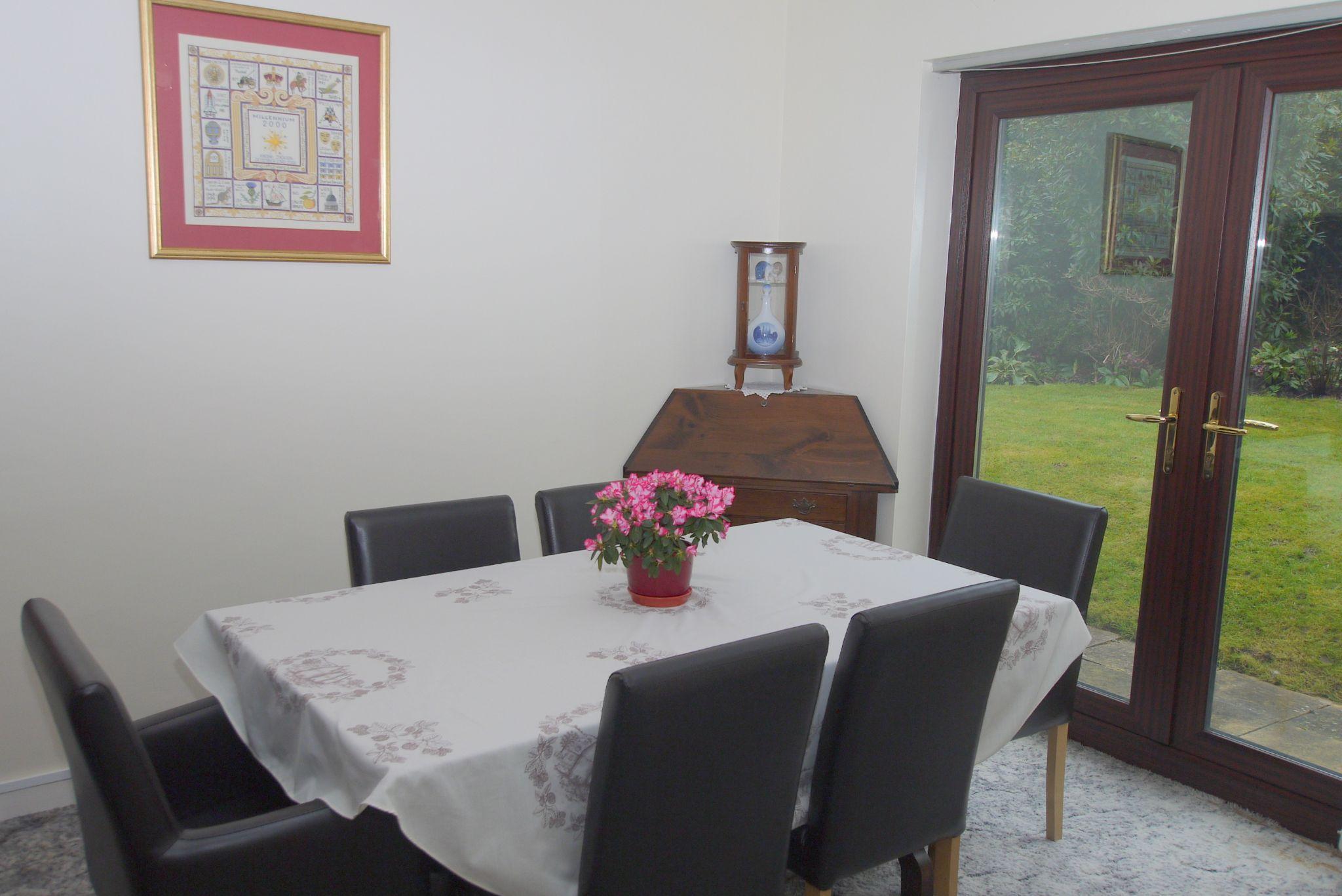 4 bedroom detached house Sold in Sevenoaks - Photograph 3