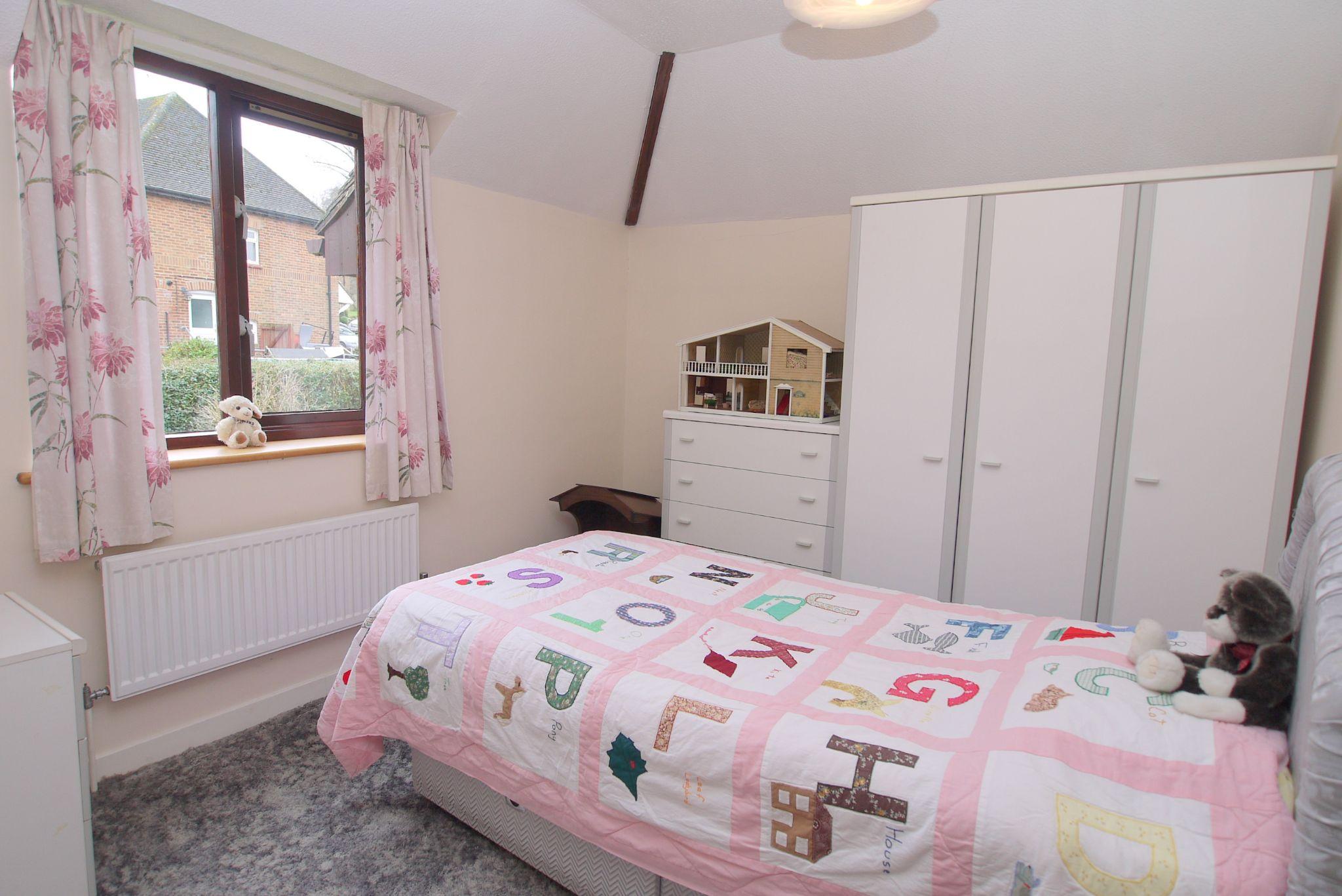 4 bedroom detached house Sold in Sevenoaks - Photograph 10