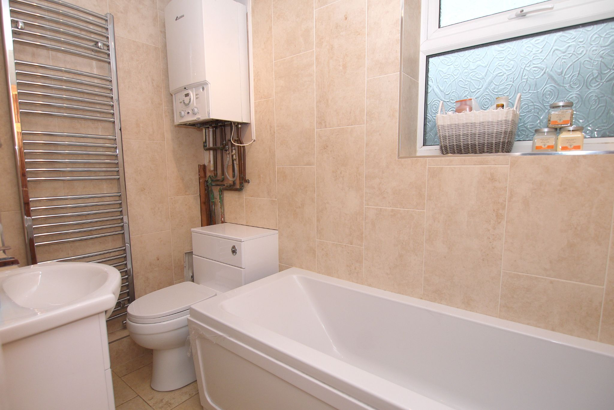 2 bedroom ground floor flat/apartment For Sale in Sevenoaks - Photograph 6