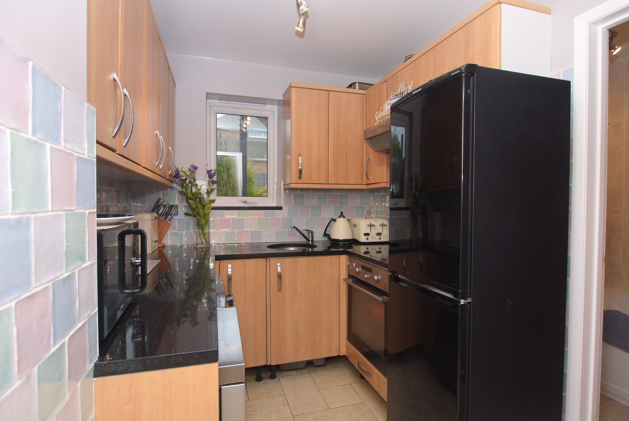 2 bedroom ground floor flat/apartment For Sale in Sevenoaks - Photograph 3
