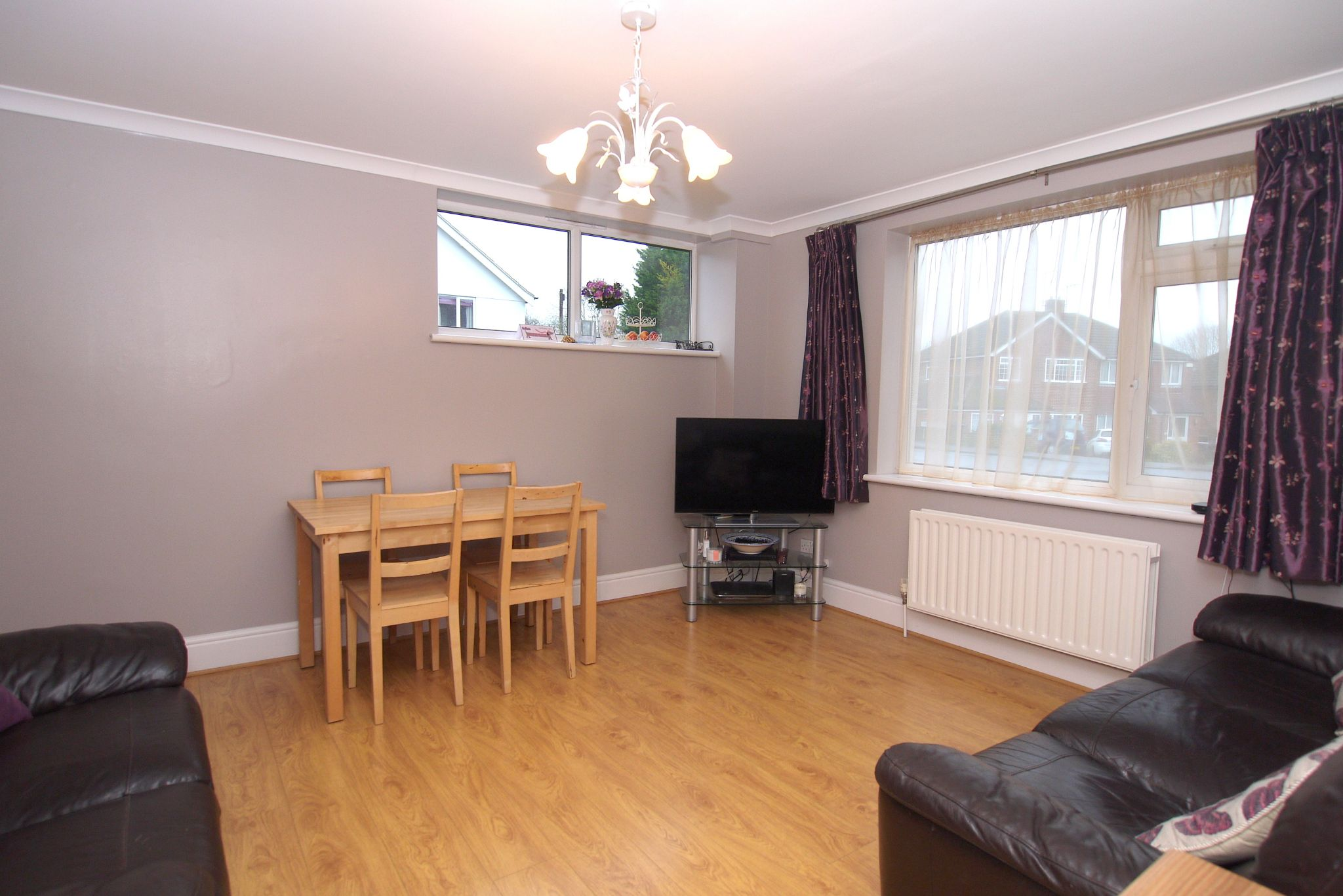 2 bedroom ground floor flat/apartment For Sale in Sevenoaks - Photograph 2