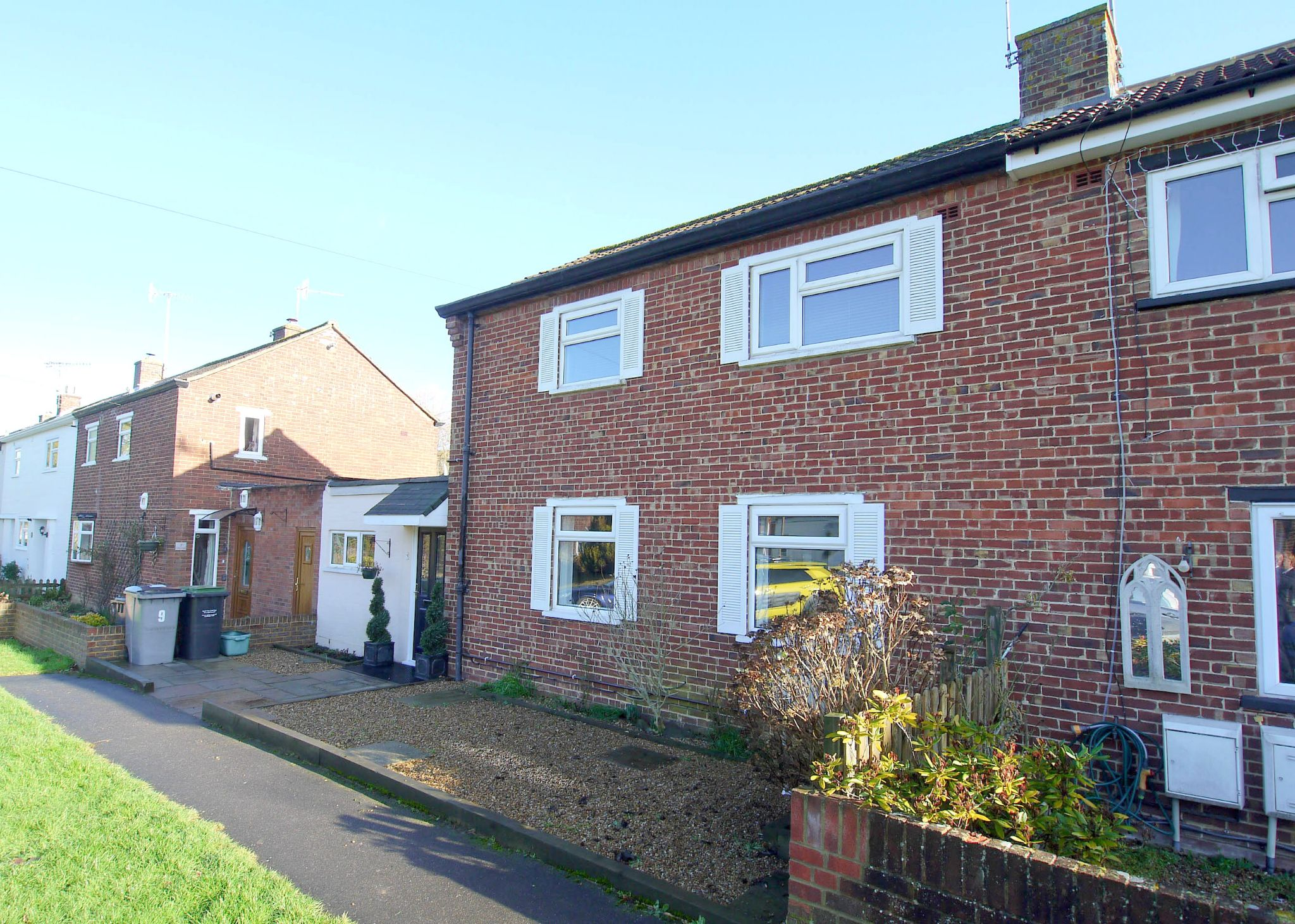 3 bedroom semi-detached house Sale Agreed in Tonbridge - Photograph 1