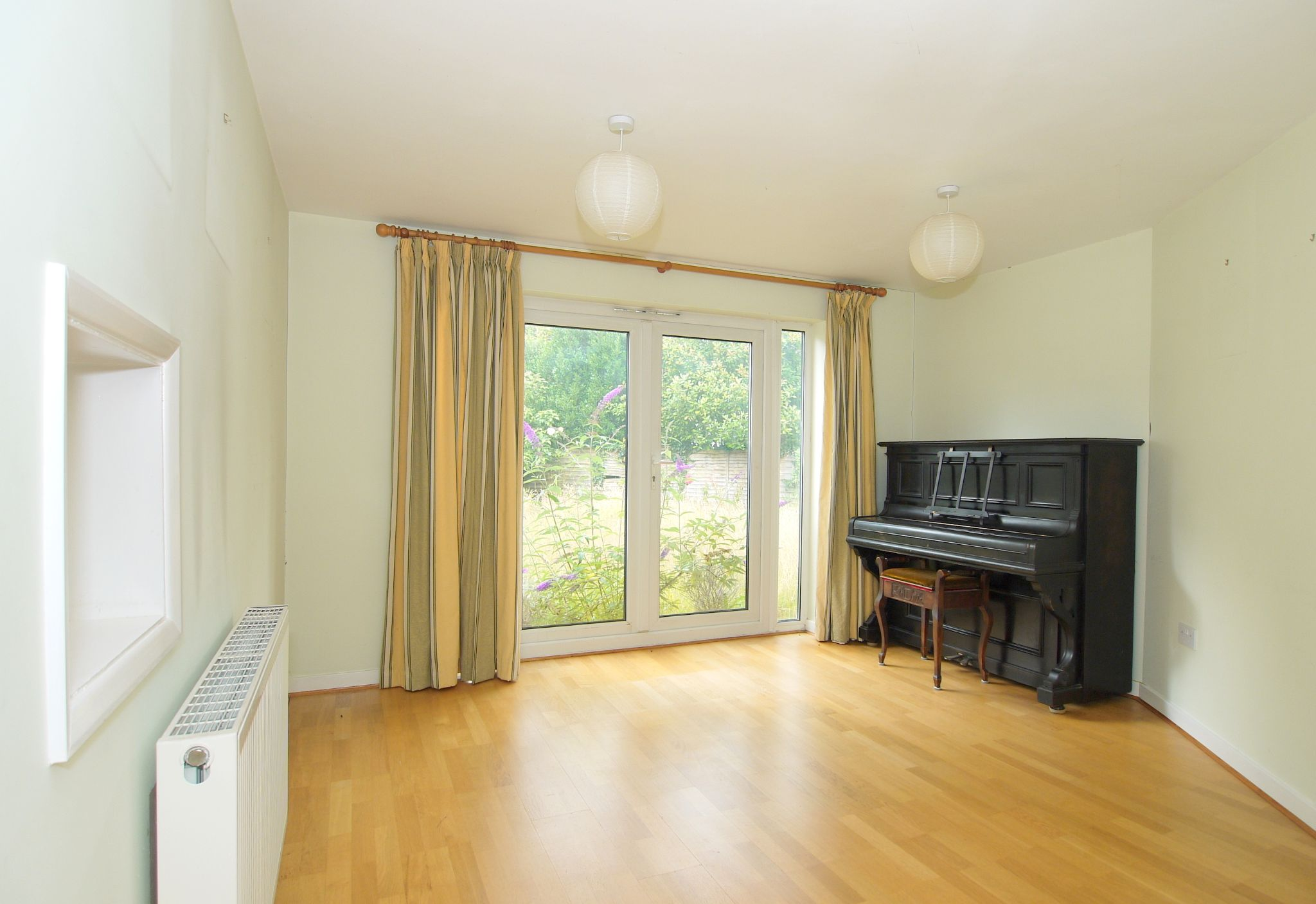 5 bedroom semi-detached house Sold in Sevenoaks - Photograph 2