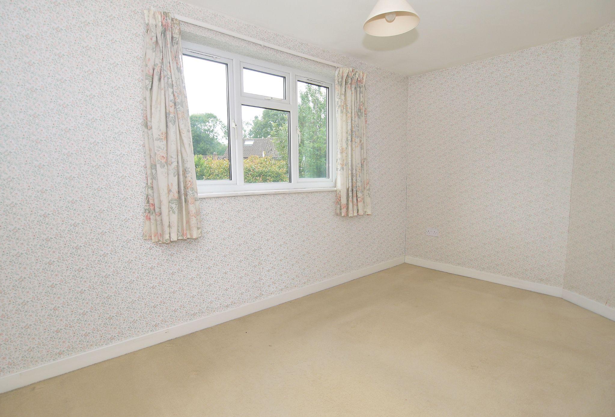 5 bedroom semi-detached house Sold in Sevenoaks - Photograph 6