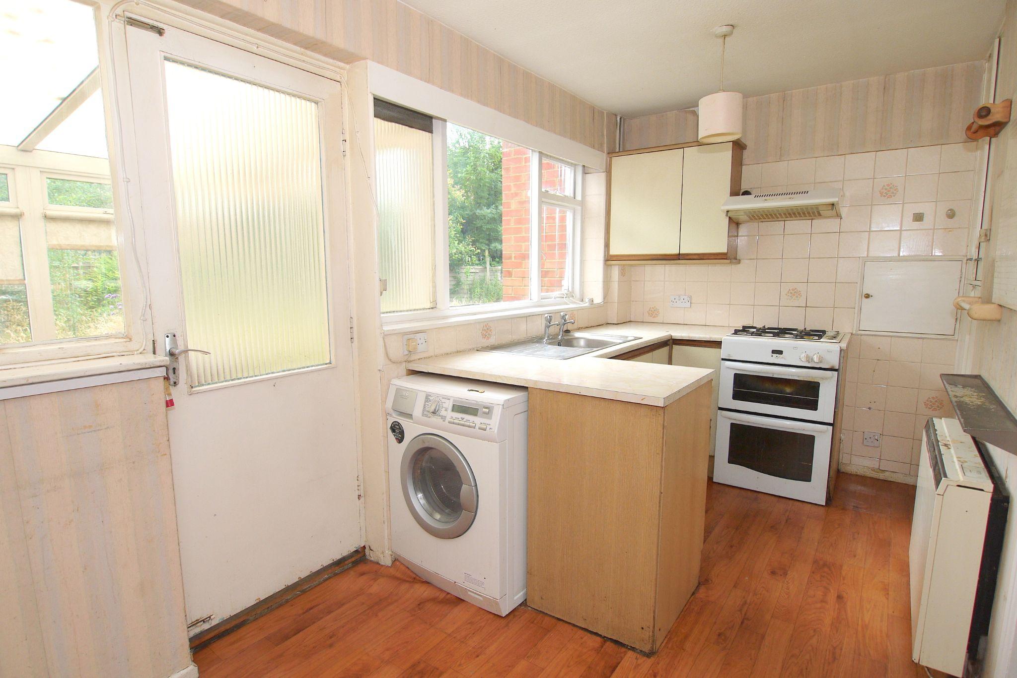 5 bedroom semi-detached house Sold in Sevenoaks - Photograph 4