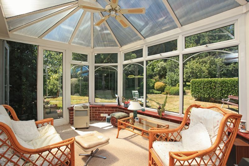 3 bedroom detached house For Sale in Sevenoaks - Photograph 4