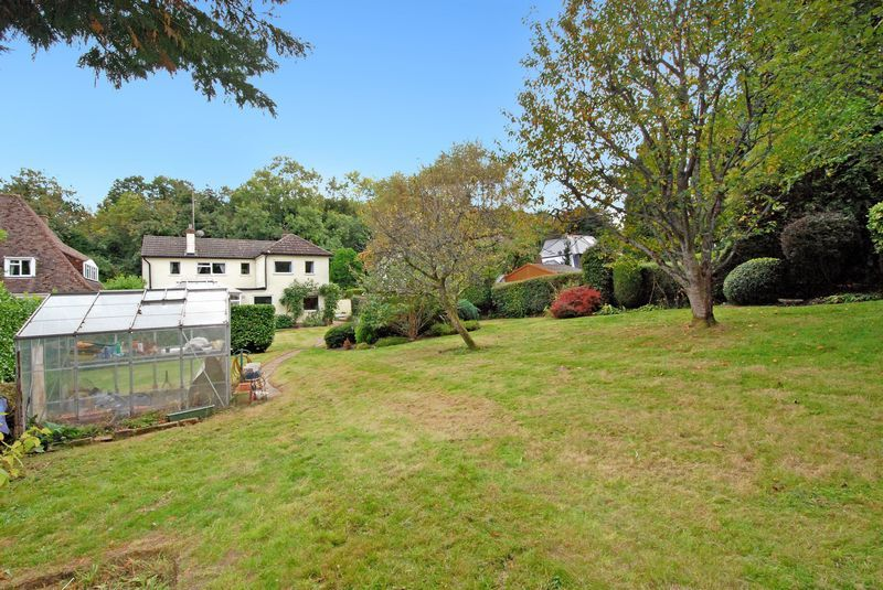 3 bedroom detached house For Sale in Sevenoaks - Photograph 9