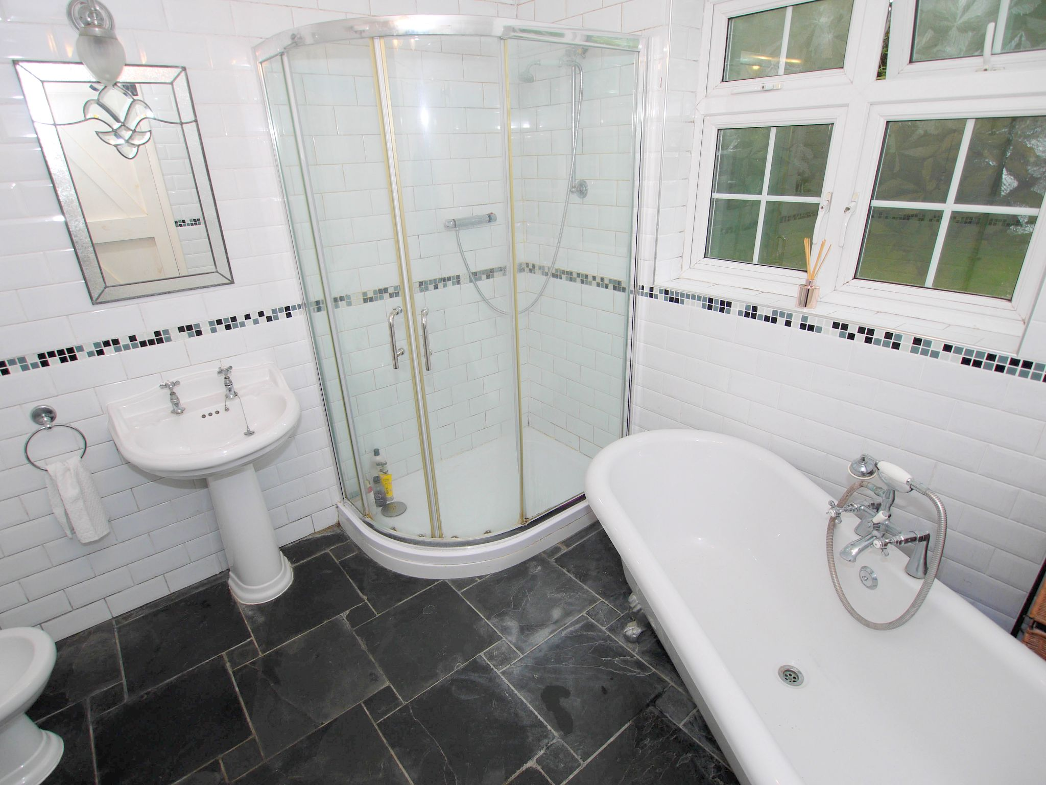 4 bedroom semi-detached house For Sale in Sevenoaks - Photograph 8