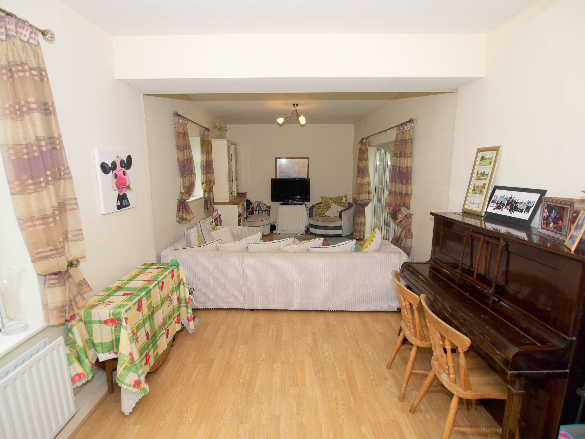 4 bedroom semi-detached house For Sale in Sevenoaks - Photograph 2