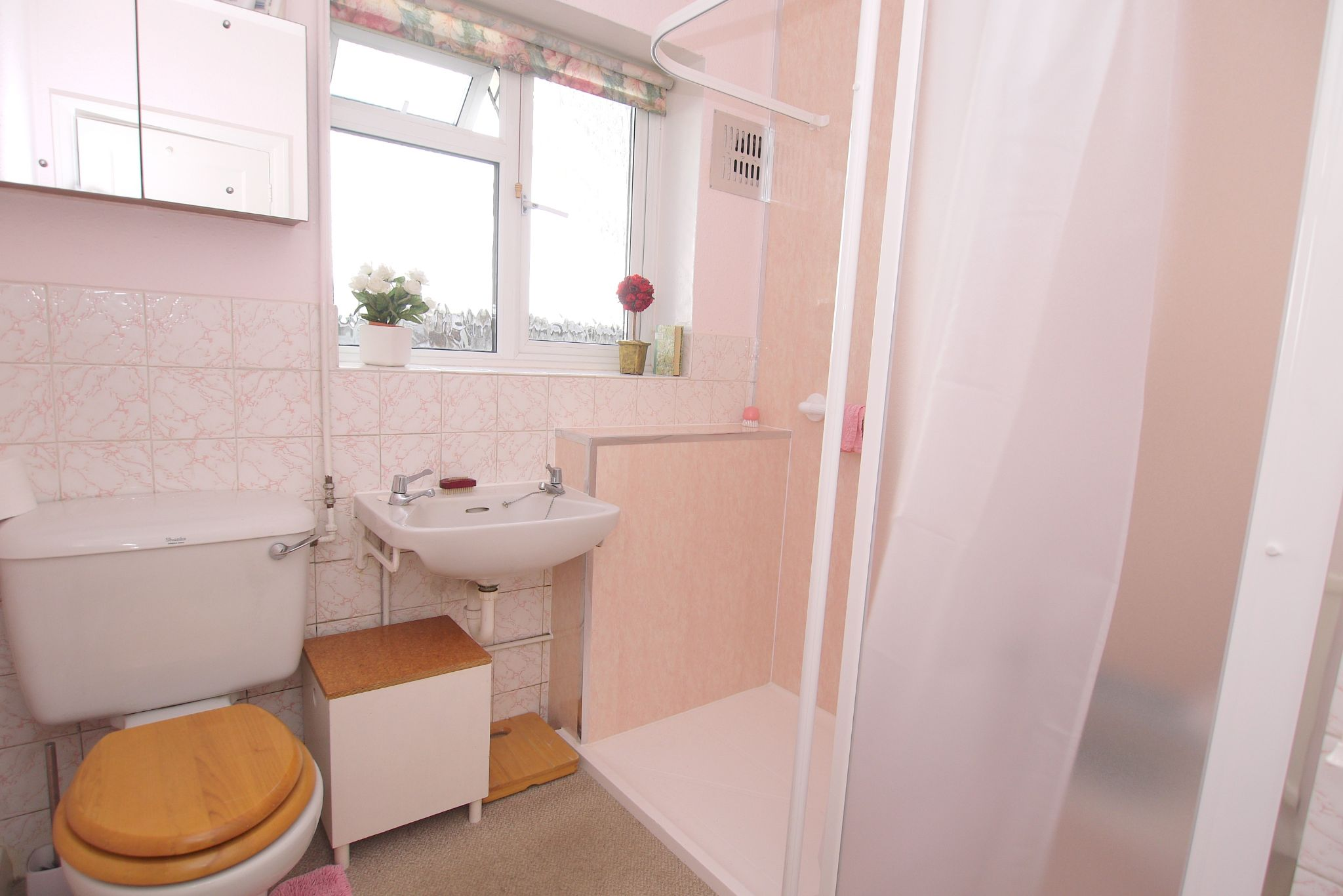 3 bedroom detached bungalow Sale Agreed in Sevenoaks - Photograph 9