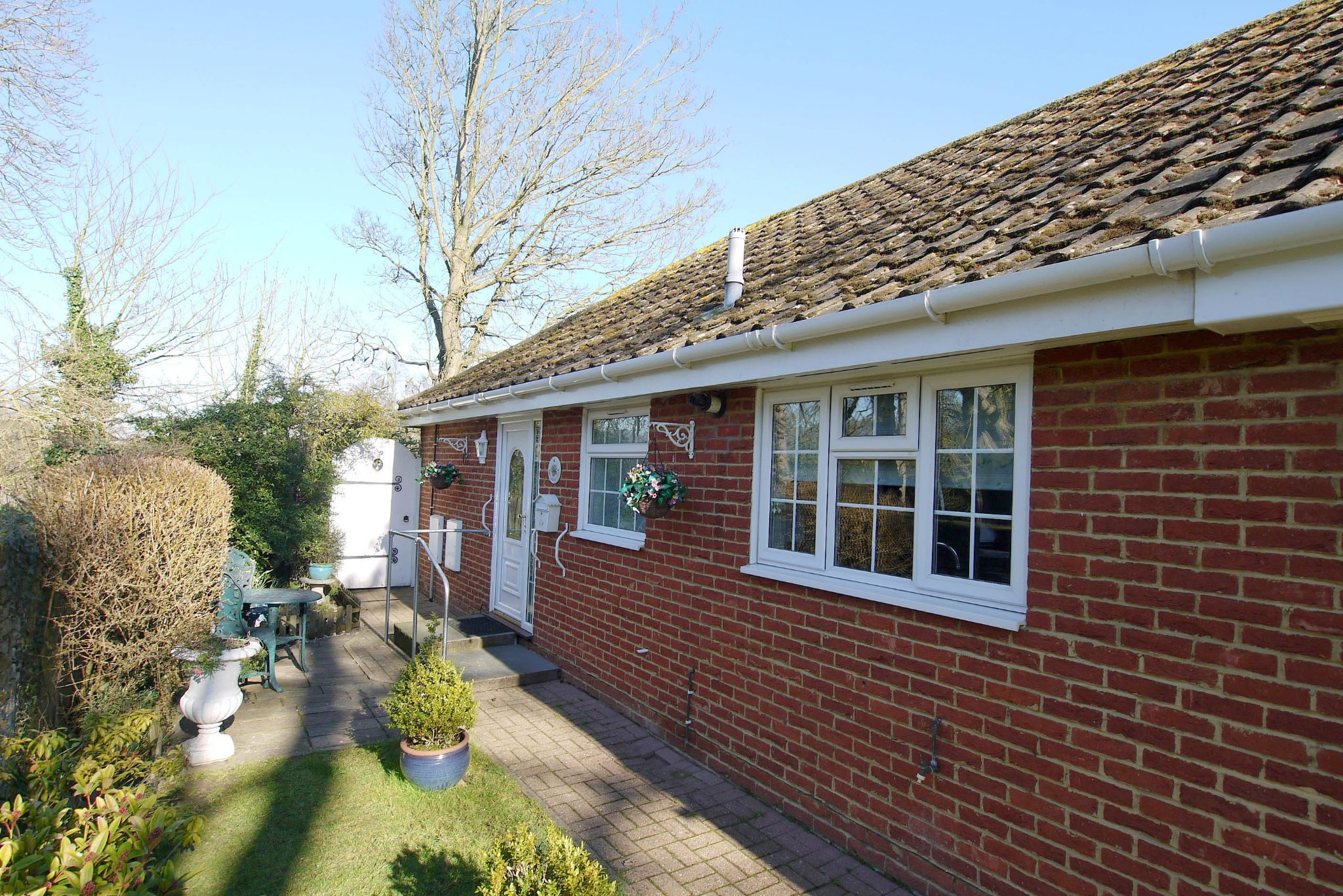2 bedroom semi-detached bungalow Sale Agreed in Dartford - Photograph 1