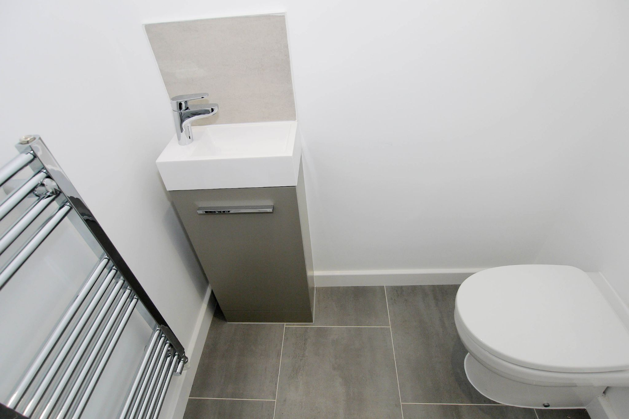 2 bedroom mid terraced house For Sale in Tonbridge - Photograph 10