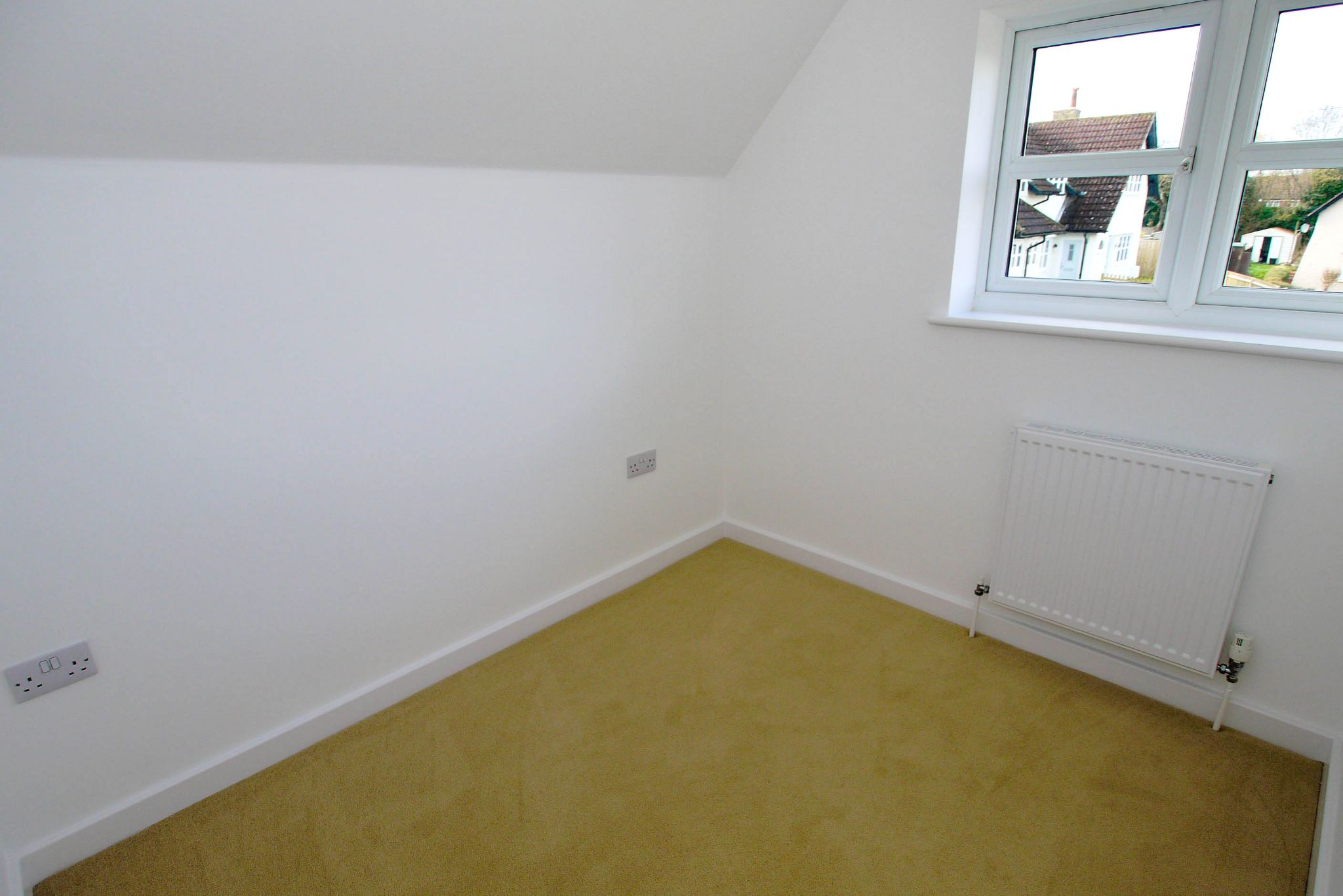 2 bedroom end terraced house Sold in Tonbridge - Photograph 7