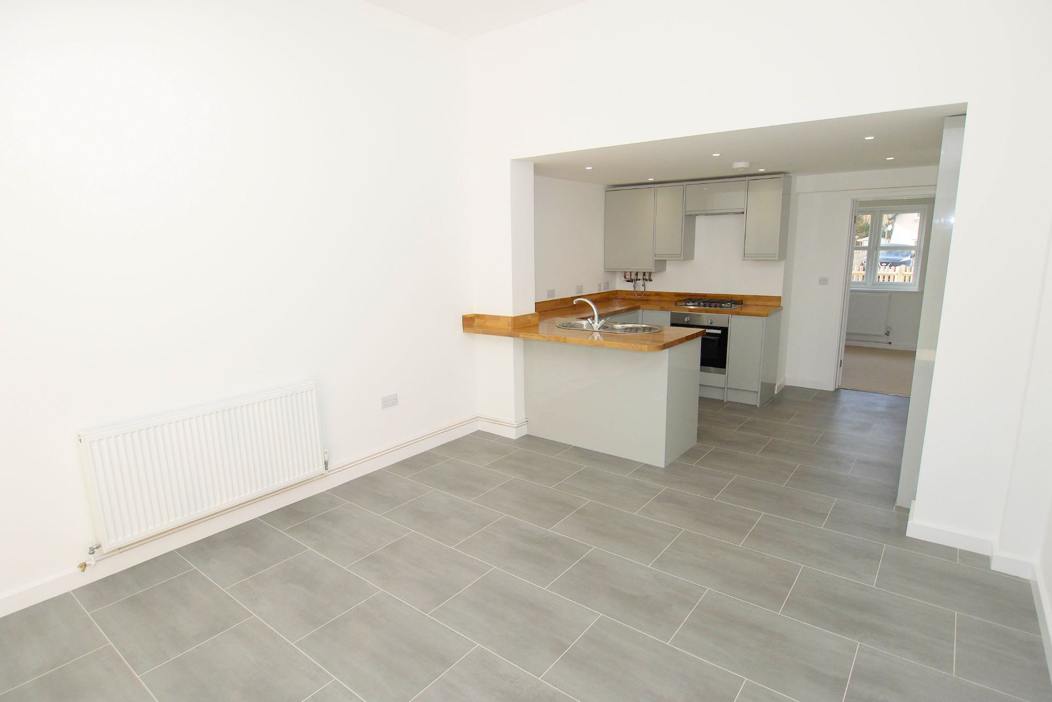 2 bedroom end terraced house For Sale in Tonbridge - Photograph 4