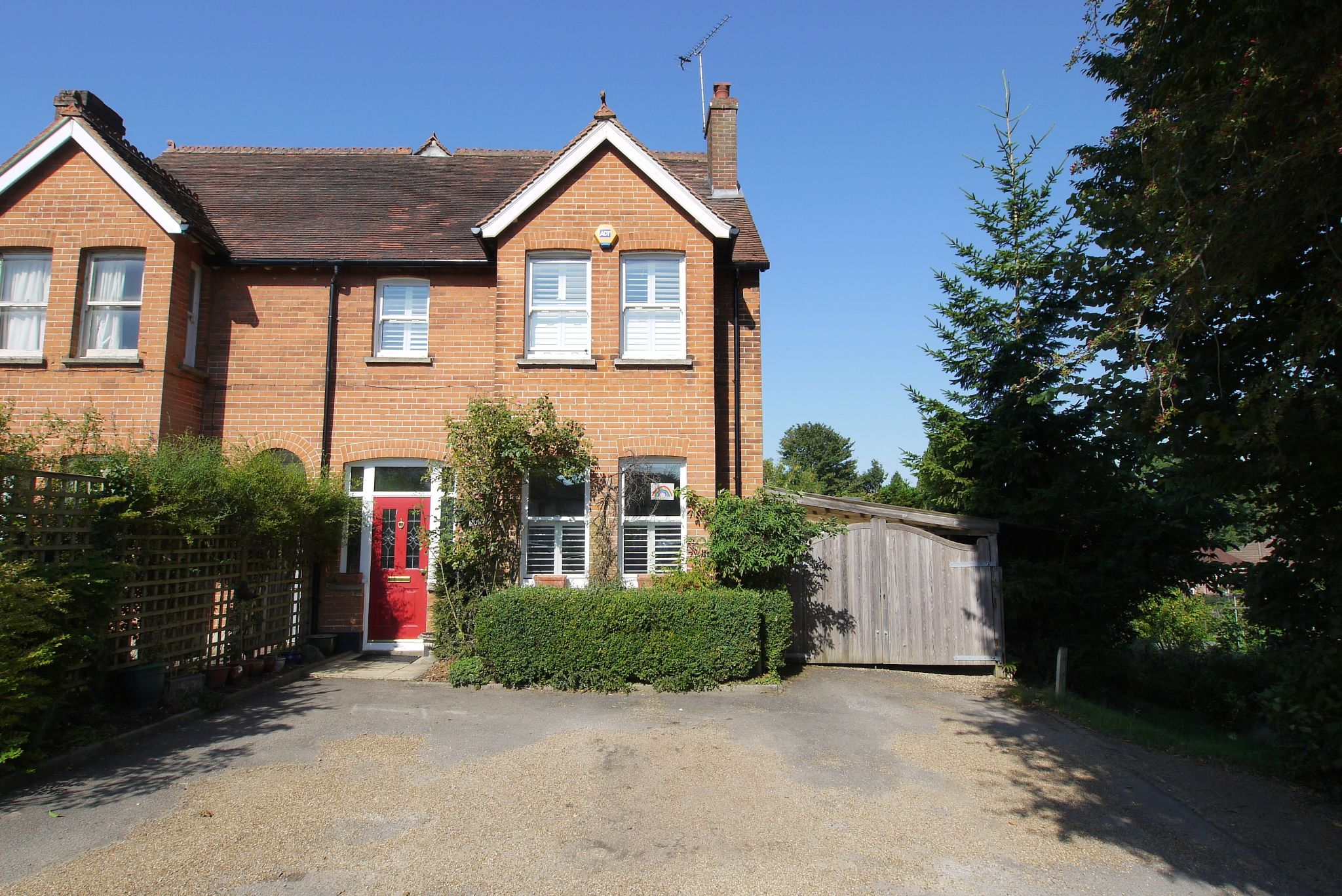 4 bedroom semi-detached house For Sale in Sevenoaks - Property photograph