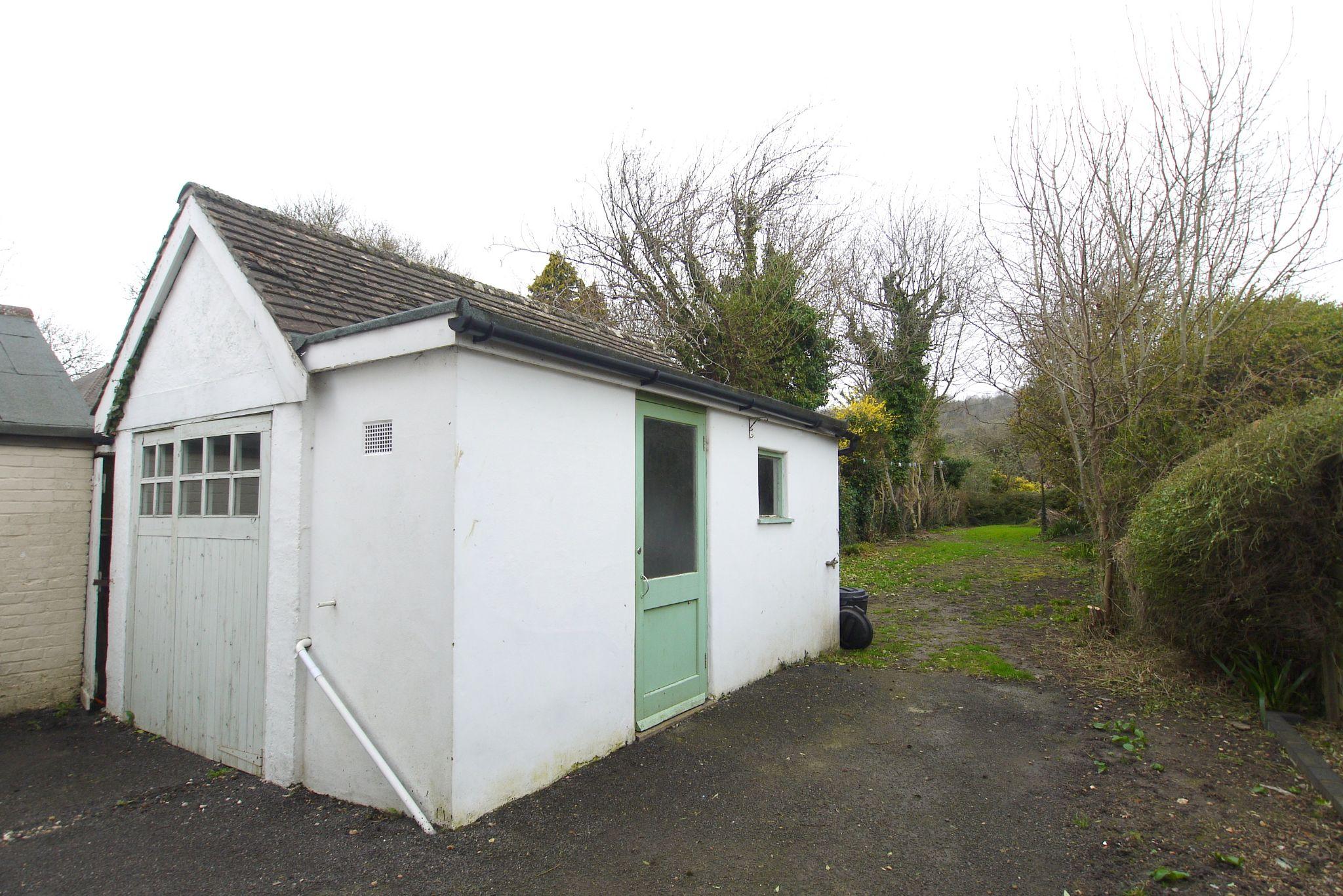 3 bedroom semi-detached house Sold in Sevenoaks - Photograph 12