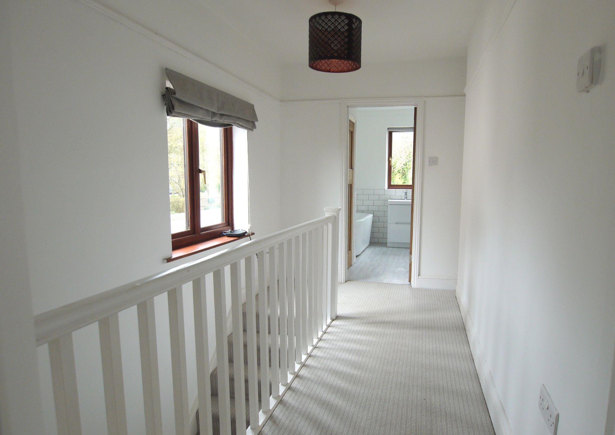 3 bedroom semi-detached house Sold in Sevenoaks - Photograph 7