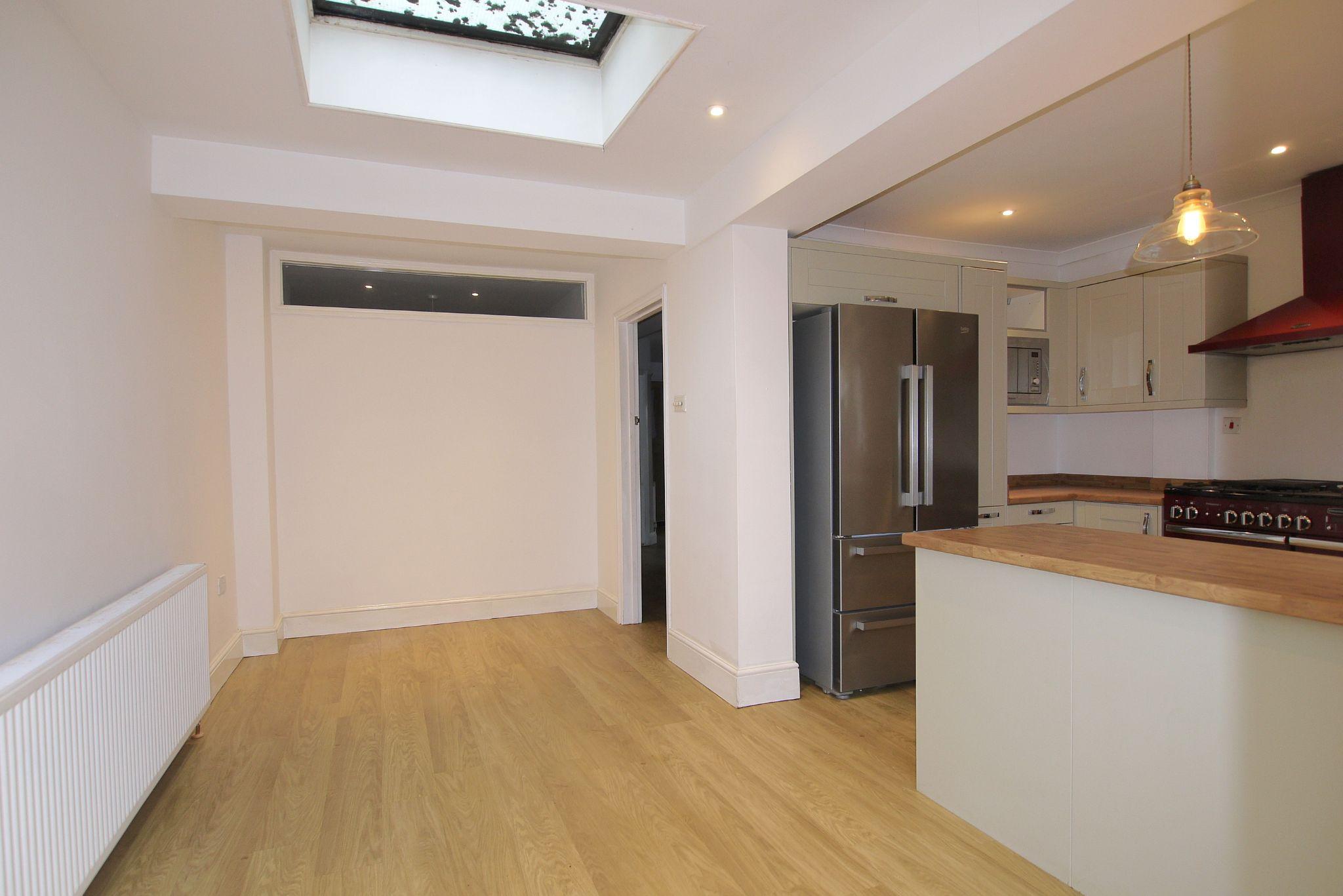 3 bedroom semi-detached house Sold in Sevenoaks - Photograph 4